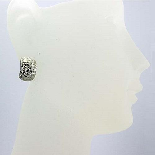 Stříbrné náušnice půlkroužky s jemnou rytinou VKP0293